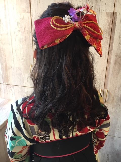 卒業式の袴着付けヘアセット、メイクのご予約承ってあります。