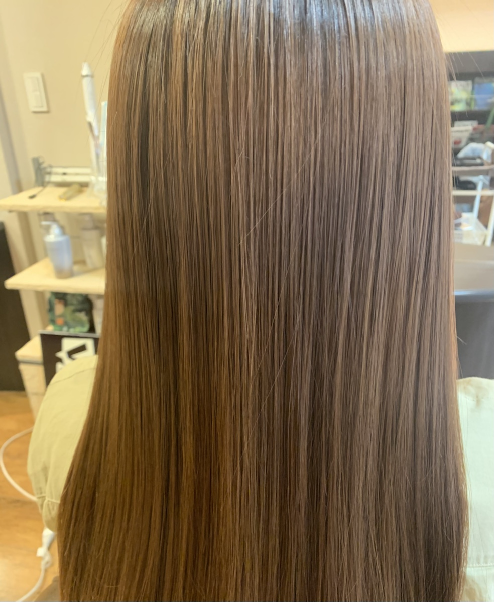 酸性縮毛矯正トリートメントで綺麗な艶髪になれます。
